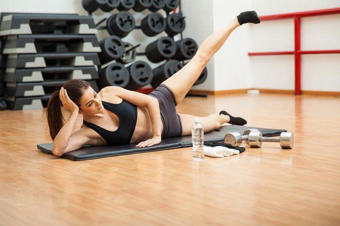 ćwiczenia na brzuch i uda