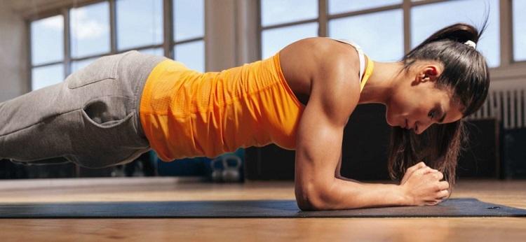 Jak efektywnie ćwiczyć, by wzmocnić i wyrzeźbić mięśnie brzucha?