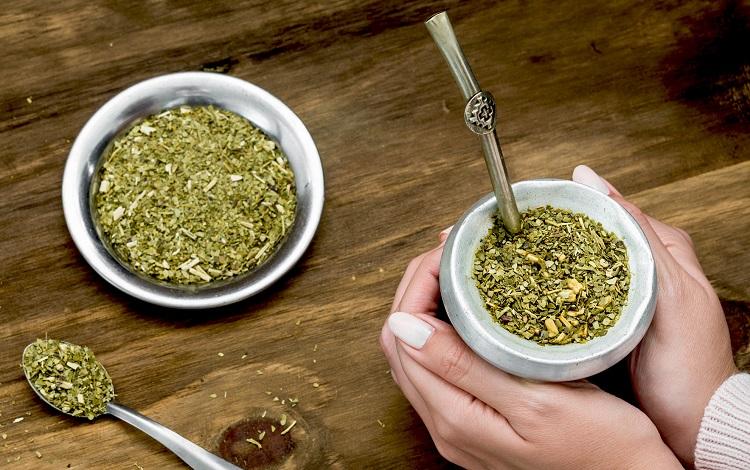 suszone liście herbaty yerba mate